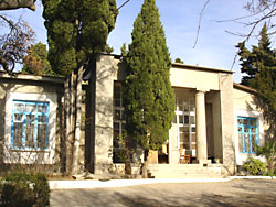 Здание ялтинского психоневрологического стационара в Голубом Заливе